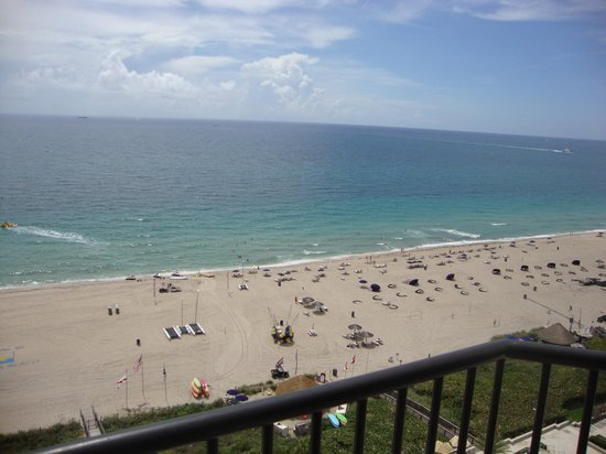 Fort Lauderdale Marriott Harbor Beach Resort & Spa: View from balcony