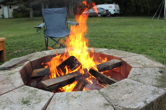 Mountain Treasure Bed and Breakfast: fire pit