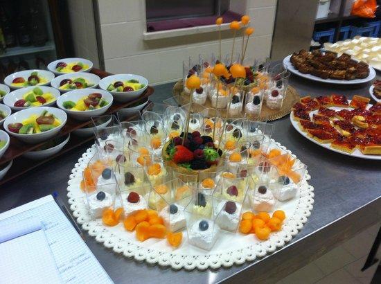 Buffet Di Dolci E Frutta : Buffet dolci e frutta picture of villa musco messina tripadvisor