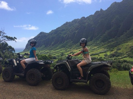 Kualoa: Enjoying the view