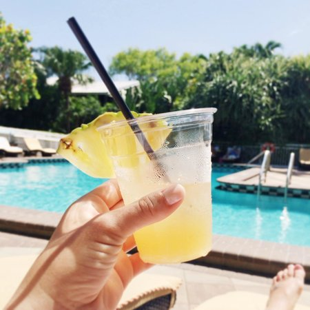 Pier House Resort & Spa: rum punch at the pool!