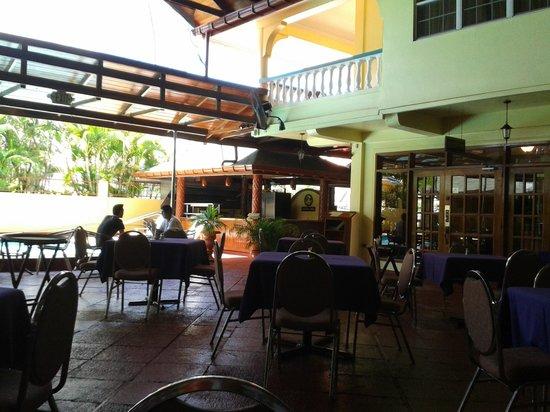 Grand Coastal Hotel: the outside dining area