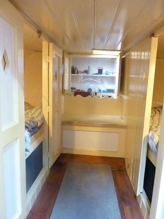 Houseboat Museum (Woonboot Museum) : Beds on either side.  These almost look like closet.