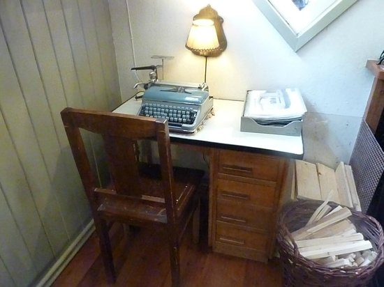 Houseboat Museum (Woonboot Museum) : I saw this manual typewriter