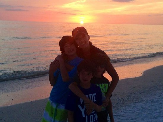 JW Marriott Marco Island Beach Resort : The sunset is just breathtaking,