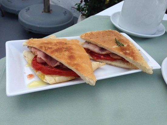 Remezzo Villas: Daily breakfast