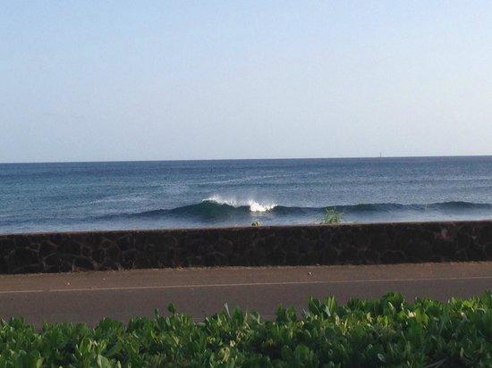 Poipu Kapili: Watch the waves roll in...