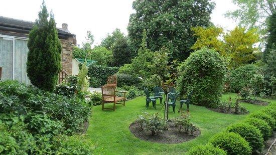 The York Priory: Beautiful, lush courtyard