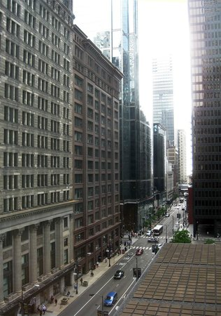 Club Quarters Hotel, Central Loop: Despite being on a busy street, room was quiet