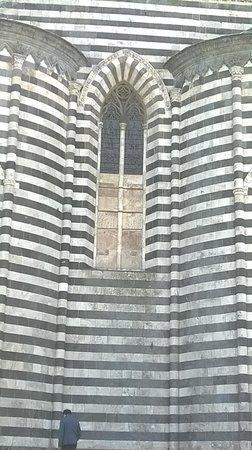 Duomo di Orvieto: Side view