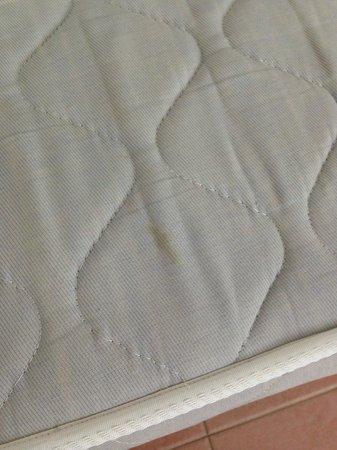 Melia Cayo Coco: mattress stains - no protectors