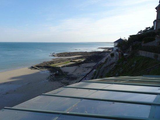 Mercure Granville Le Grand Large : Outside view slack tide