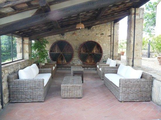 Collelungo: Salon extérieur (en haut de la piscine)
