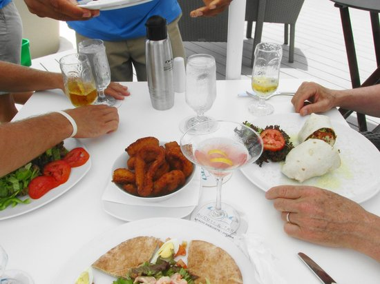 Bucuti & Tara Beach Resort Aruba: luncheon table at Elements outdoor dining area