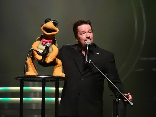 Terry Fator - The Voice of Entertainment : Winston the Turtle (photos were permitted during this show)