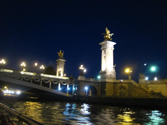 La Seine : intricate bridge details