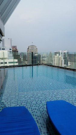 The Continent Hotel Bangkok by Compass Hospitality: Hotel's roof top pool