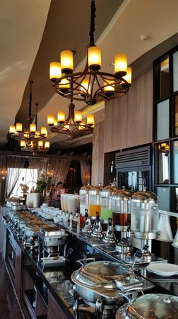 The Continent Hotel Bangkok by Compass Hospitality : coffee house serving breakfast