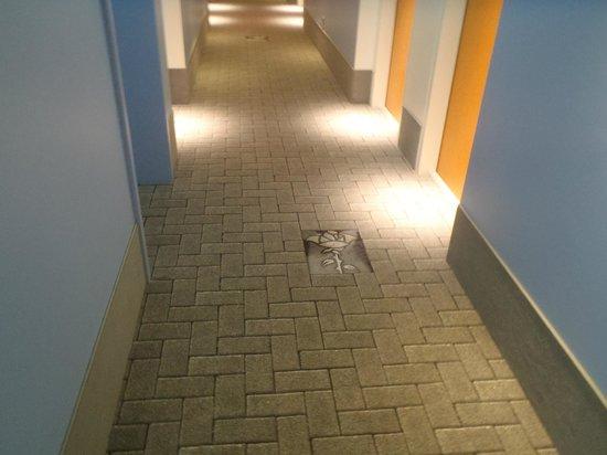 ibis Styles Hildesheim: Carpet in hallway