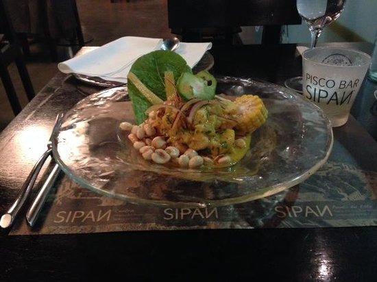 Sipan: El ceviche, nótese el maíz y el pimiento