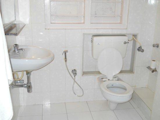 YWCA International Guest House: Baño, muy limpio