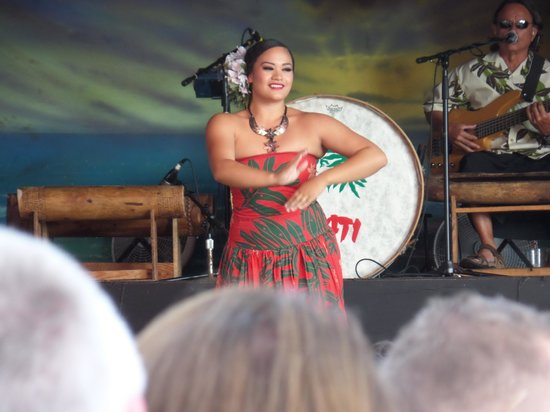 Drums of the Pacific Lu'au: Hula Dancer