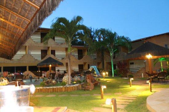 Natal Dunnas Hotel: área da piscina a noite