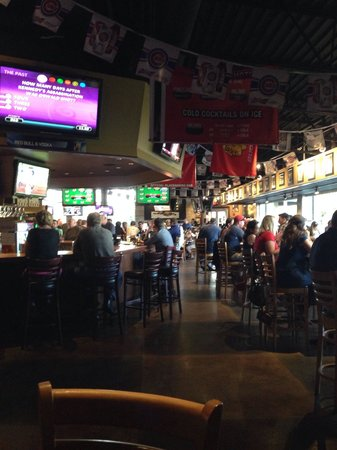 Heroes West Sports Grill: Busy night