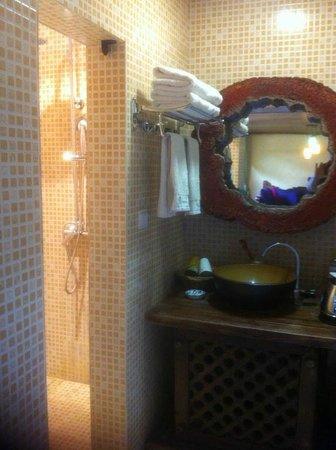 Wuer Inn: bathroom