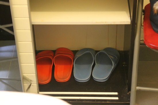 Golden Crown Guesthouse : slippers