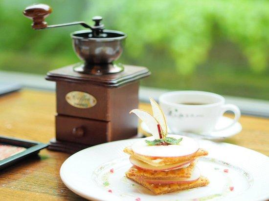 Hoshino Resorts Oirase Keiryu Hotel: ホテル自慢のりんごのミルフィーユと自分で-コーヒーの美味しいこと!!!