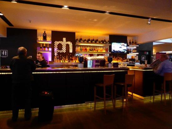 pentahotel Wiesbaden : Reception & Bar