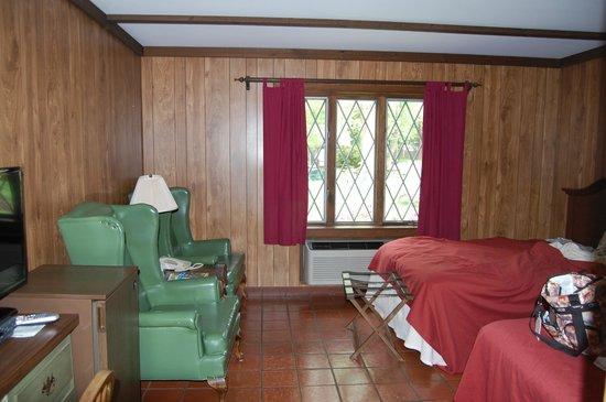Earl of Sandwich Motel : Pet friendly room