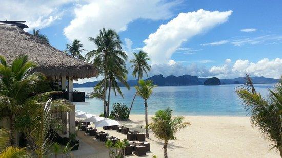 El Nido Resorts Pangulasian Island: Gorgeous Beach fronting the main restaurant and reception