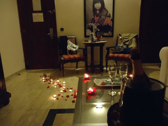 TRS Yucatan Hotel: rose pedals