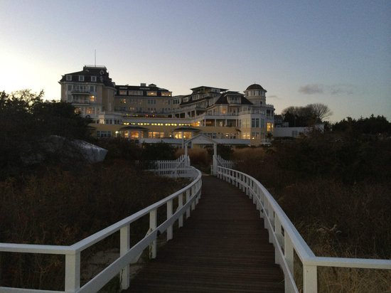 The Ocean House: Rear of hotel at night from end of walkway down to beach.