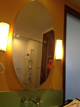 HARRIS Hotel Batam Center: Bathroom