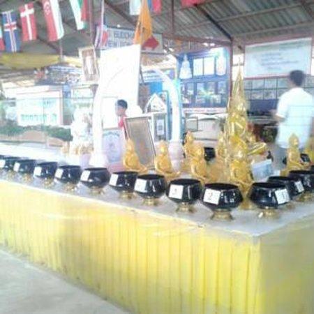Phuket Big Buddha: Mangkuk Keberuntungan