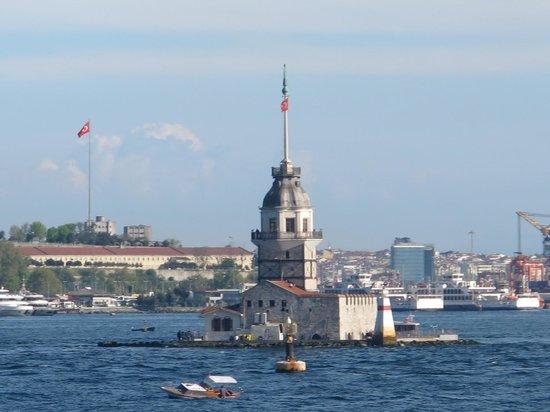 Maiden's Tower : .