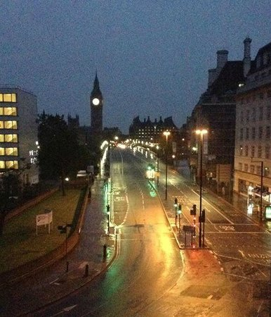 Park Plaza Westminster Bridge London: View from our room around 3 am