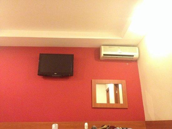 Centroamericano Hotel: TV a cabo e ar condicionado