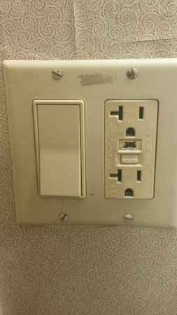 Hilton Crystal City at Washington Reagan National Airport: Deadly Receptacle