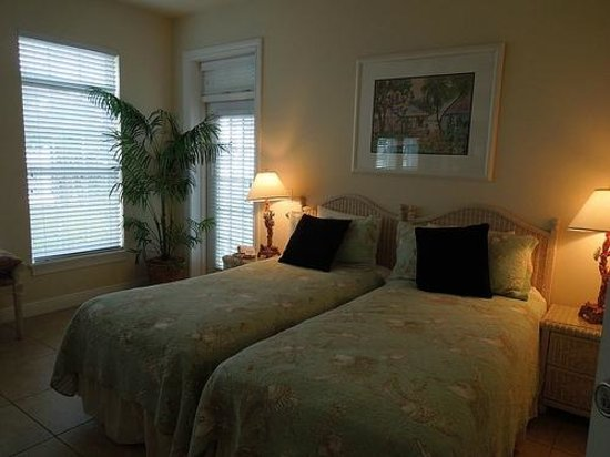 Tortuga Beach Resort: second bedroom with twin beds