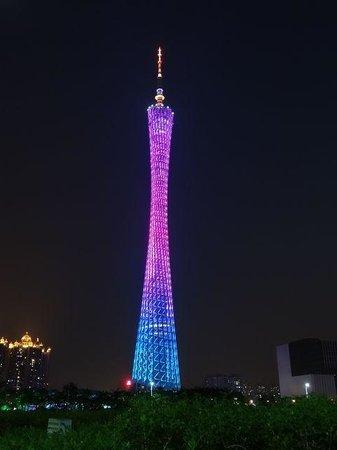 Canton Tower : 色々なカラーに変わります