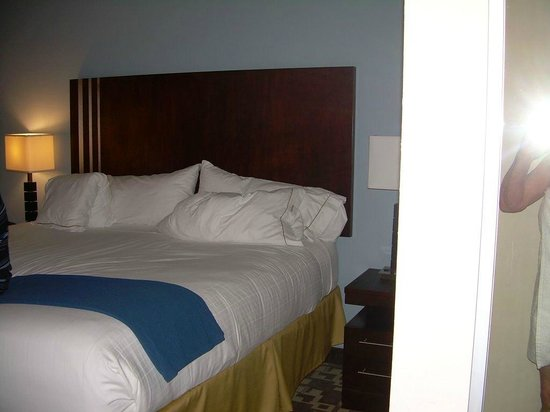 Holiday Inn Express & Suites Atlanta Airport West - Camp Creek : Comfy bed