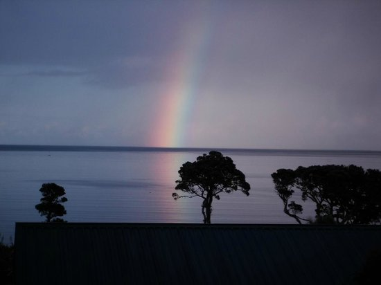 Manuka Lodge: Rainbow view (zoomed)