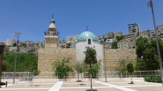 The Jordan Museum: Mosque near museum