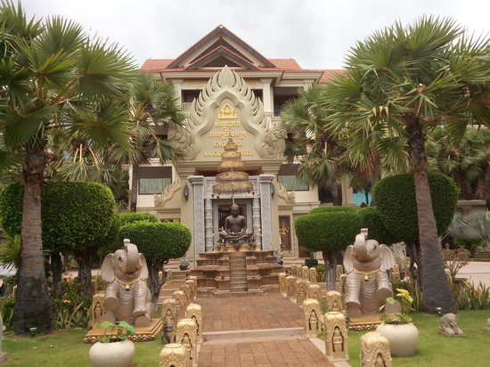 Empress Angkor Resort & Spa: Hotel Entrance