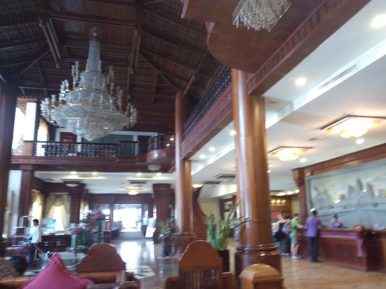 Empress Angkor Resort & Spa: Hotel Lobby