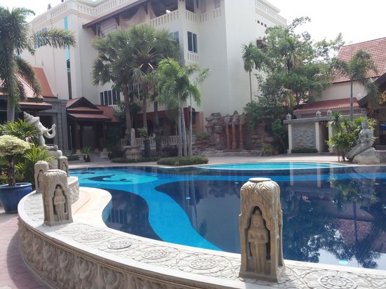 Empress Angkor Resort & Spa: Swimming Pool